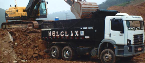 Ramoção de entulhos com caminhão basculante